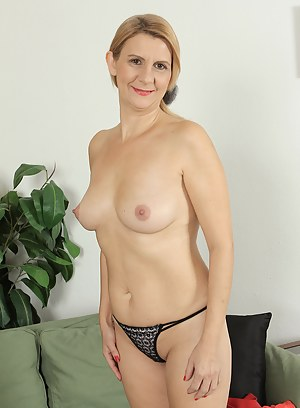 MILF Thong Porn Pictures