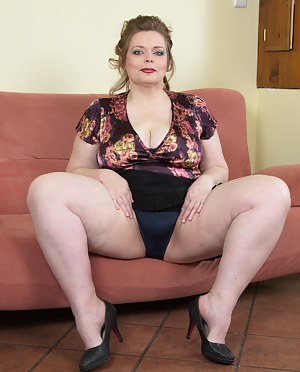 Chubby MILF Porn Pictures